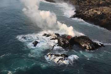 Hawaii volcano eruption forms new lava 'island'
