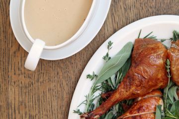 This Is How All Your Favorite Chefs Make Gravy