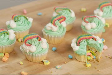 These Lucky Charms Cupcakes Are Filled With Leprechaun Treasure