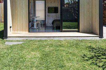 Yardstix delivers modern, compact, Passivehaus 'backyard architecture' (Video)