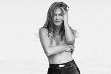 Jennifer Aniston Poses Topless For a Sexy Photo Shoot, and 50 Has Never Looked So Good
