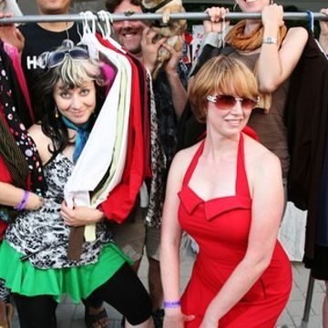 6 steps to hosting a successful clothing swap