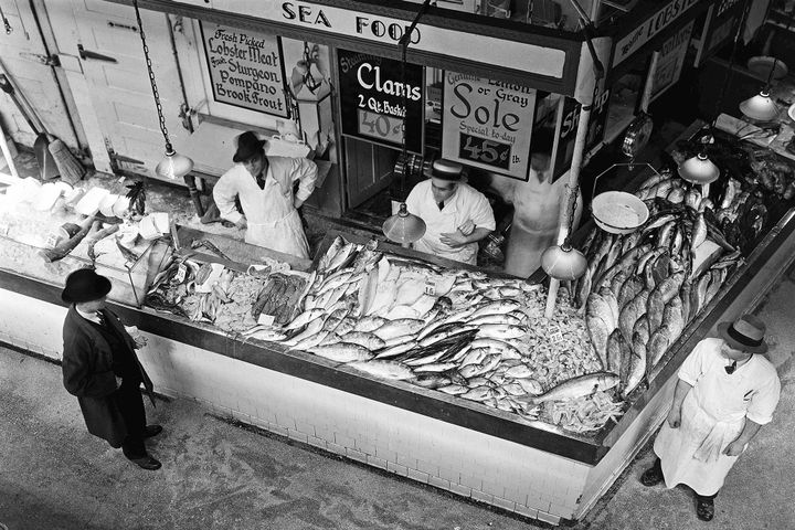 south-street-seaport-seafood1a.jpg?quality=80&strip=all&w=568